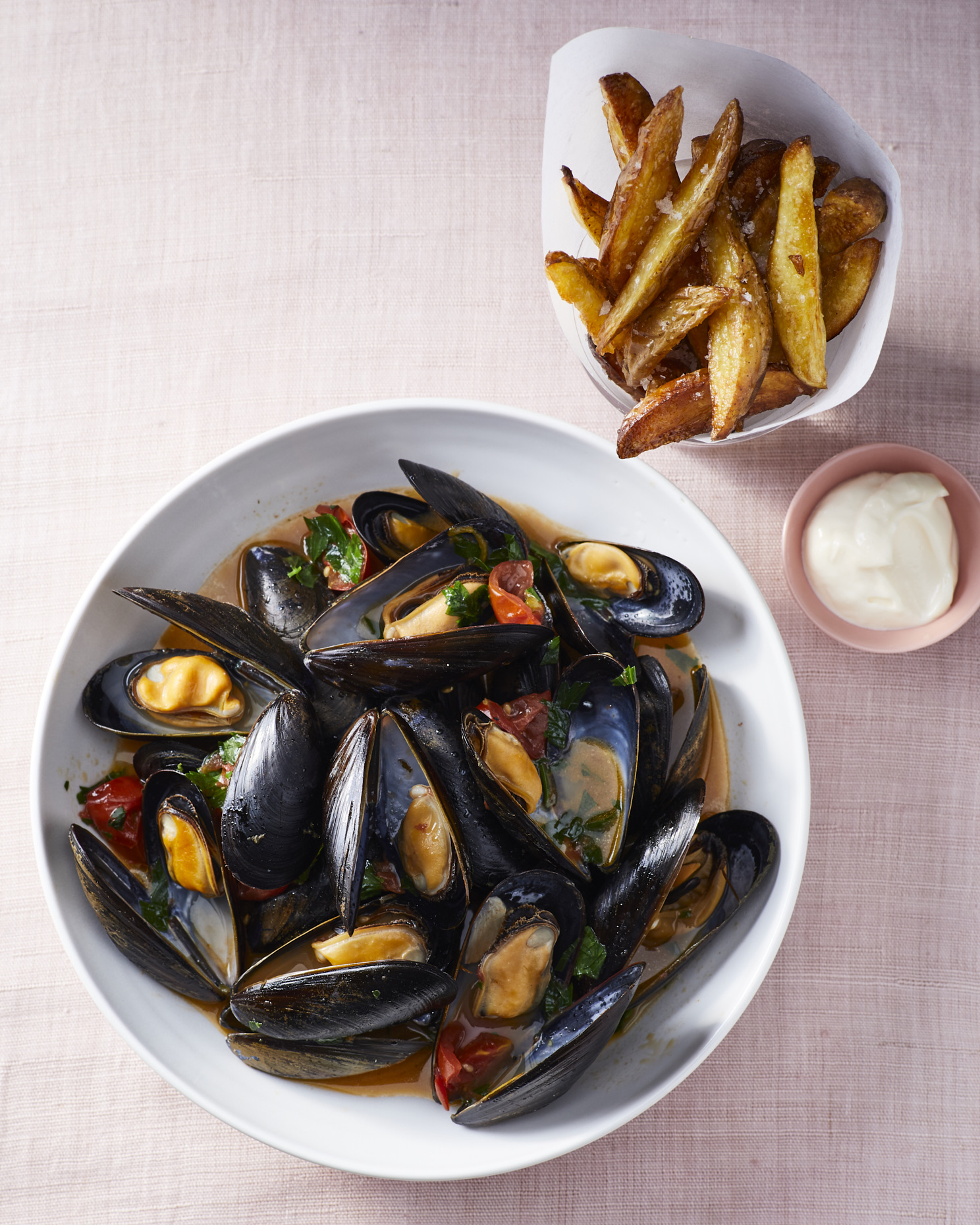 Brothy-Mussels-Oven-Frites-V2-027-JF-6409899